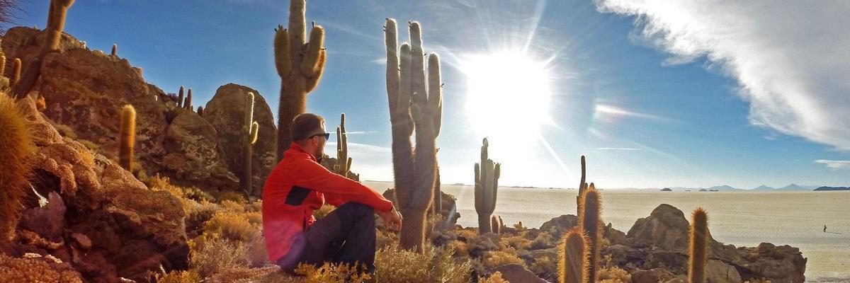 Show big zapad slnka pod 10 metrovymi kaktusmi  salar de uyuni  bolivia  viktor varga