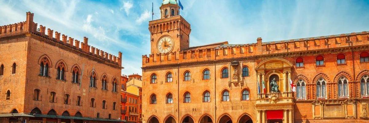 Show big piazza maggiore bologna