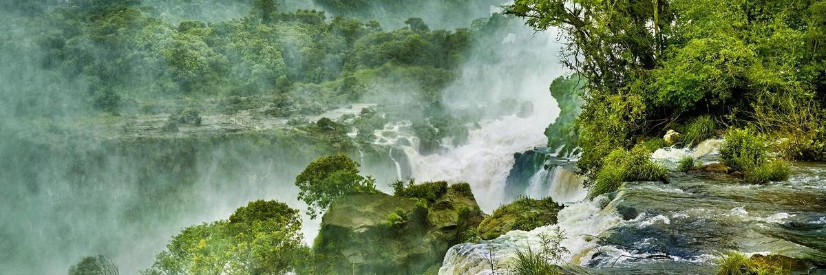 Show big iguassu falls