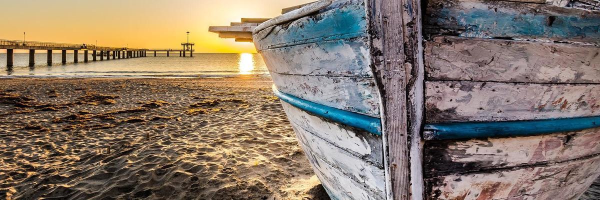 Show big old wooden boat at sunrise 2873907 1920