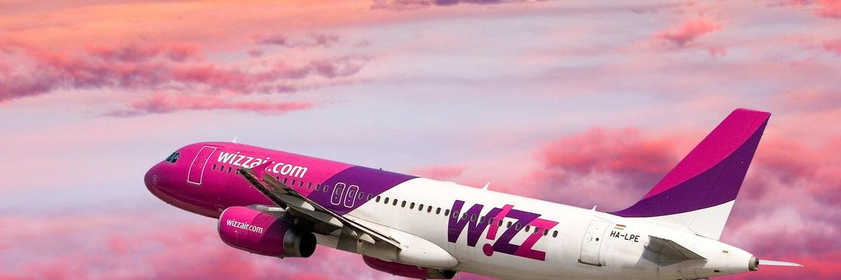 Show big wizzair plane