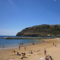 Piesočná pláž v dedinke Machico