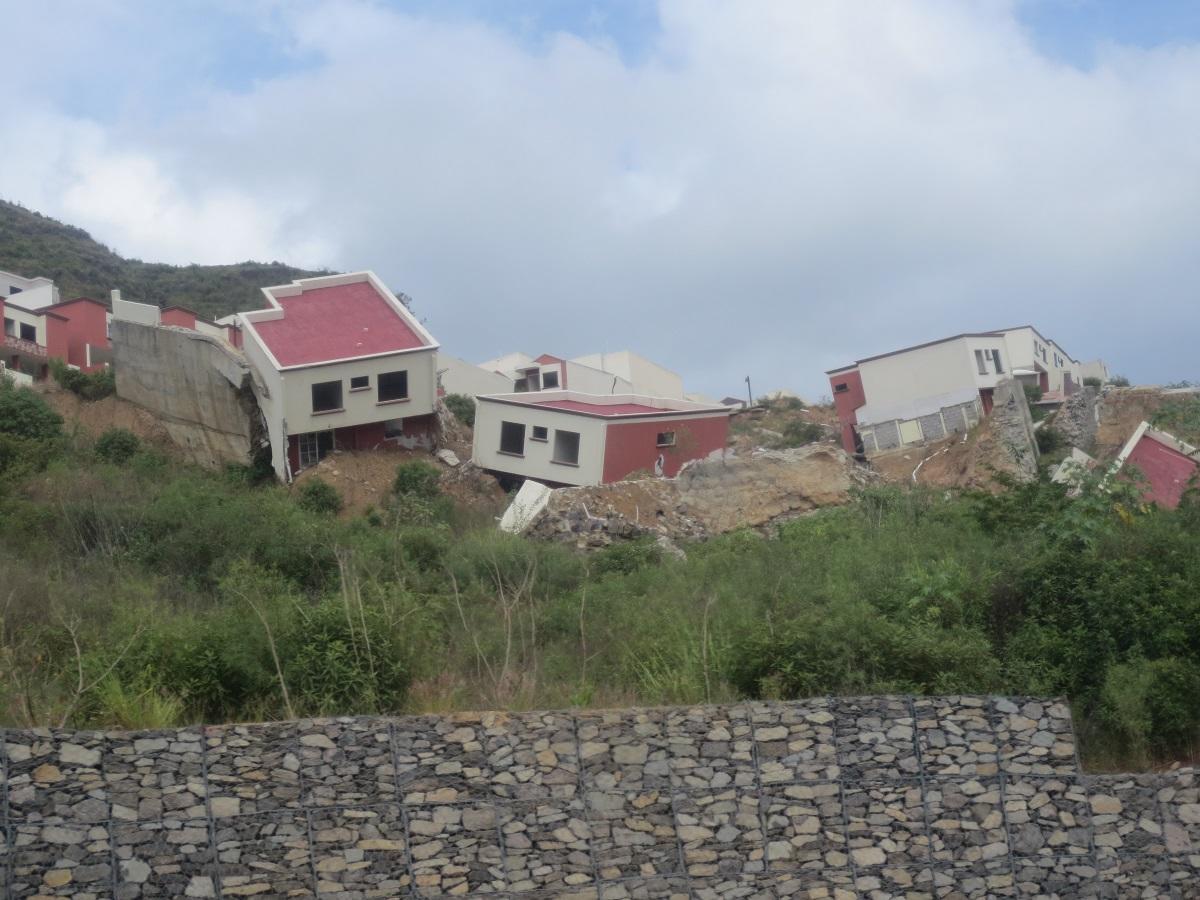 V Hondurase si treba dávať pozor aj na prírodné živly. Na karibskom pobreží sa Vám o zábavu môže postarať hurikán a vo vnútrozemí zas ničivé zemetrasenia.