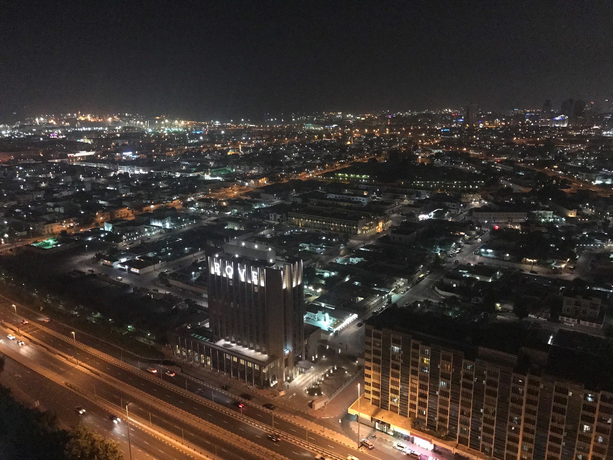 Dubaj, výhľad z okna z kamarátovho bytu.