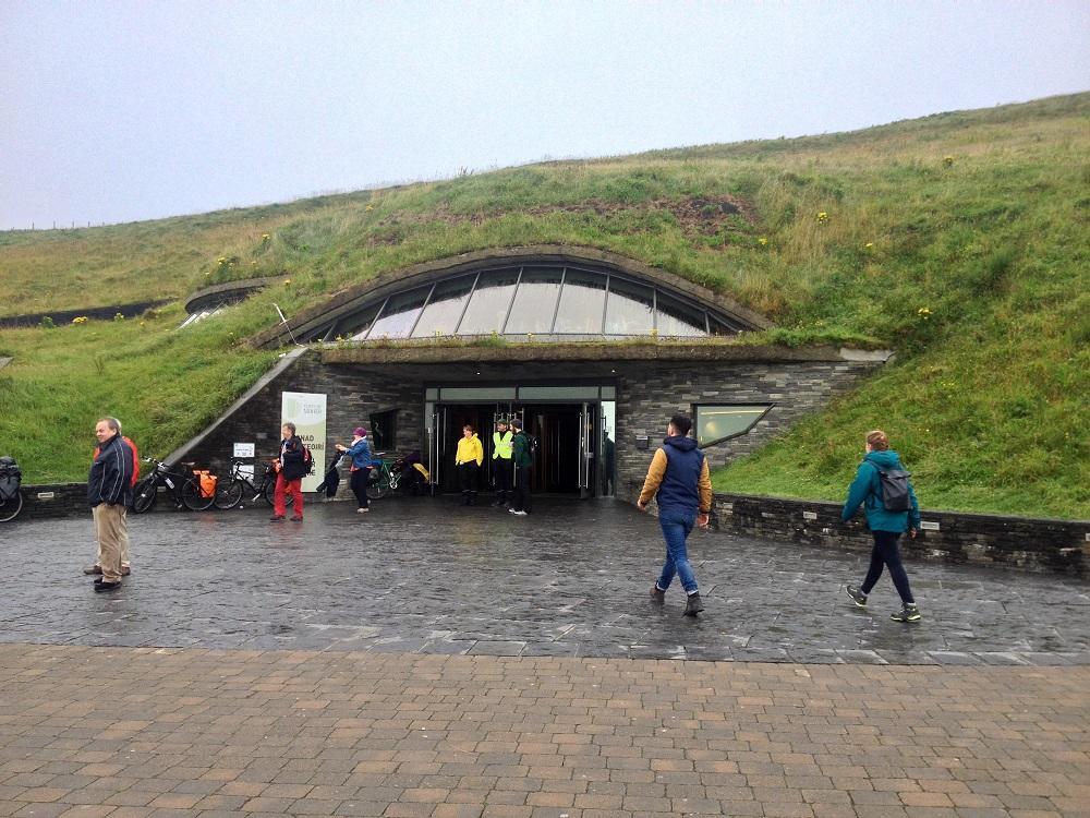 6. podzemný eco suvenír shop, na útesoch