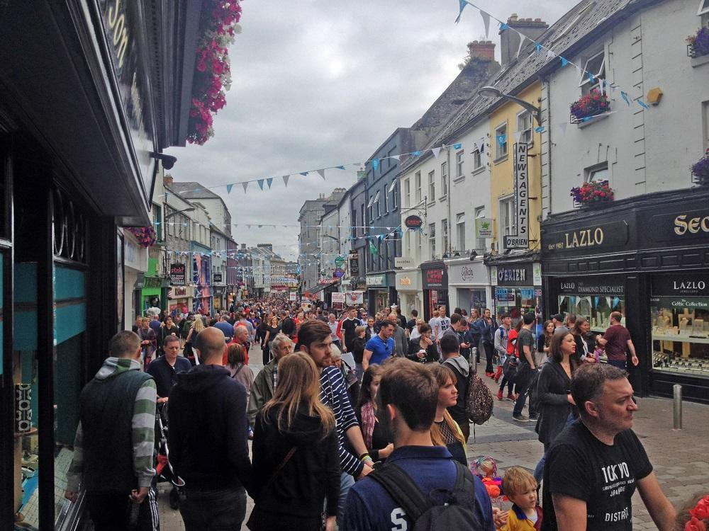 8. Galway city - bočná ulička a centrum nákupov (tzv. photo vs. realita)