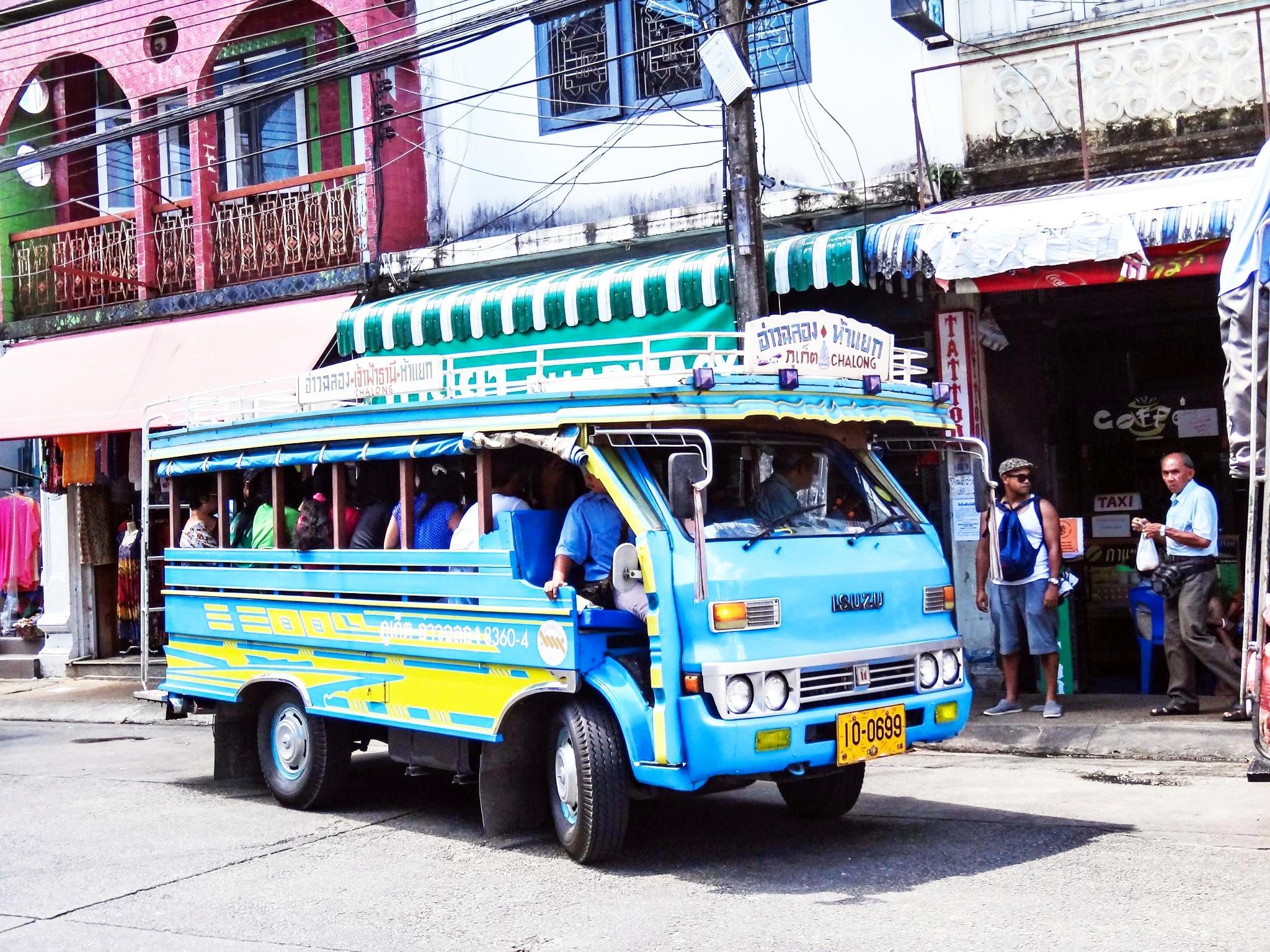 Songthaew – miestna lacná autobusová doprava