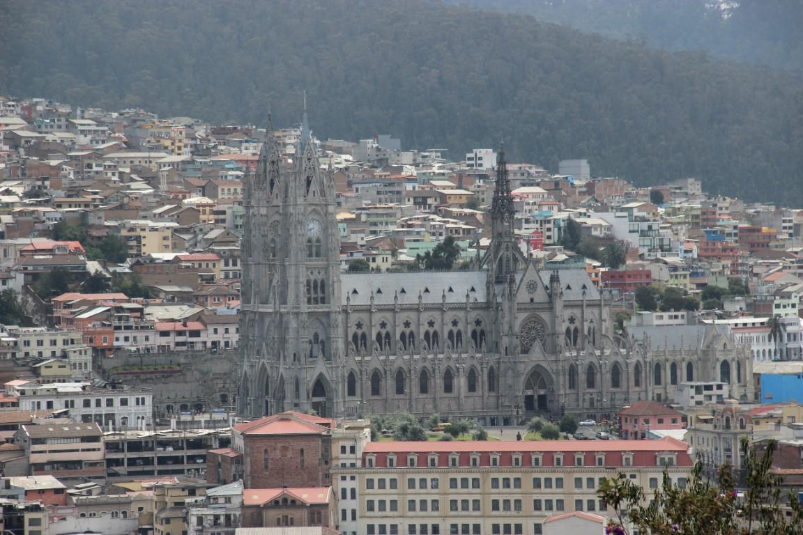 Bazilika podobná Notre damu, Quito- Ecuador