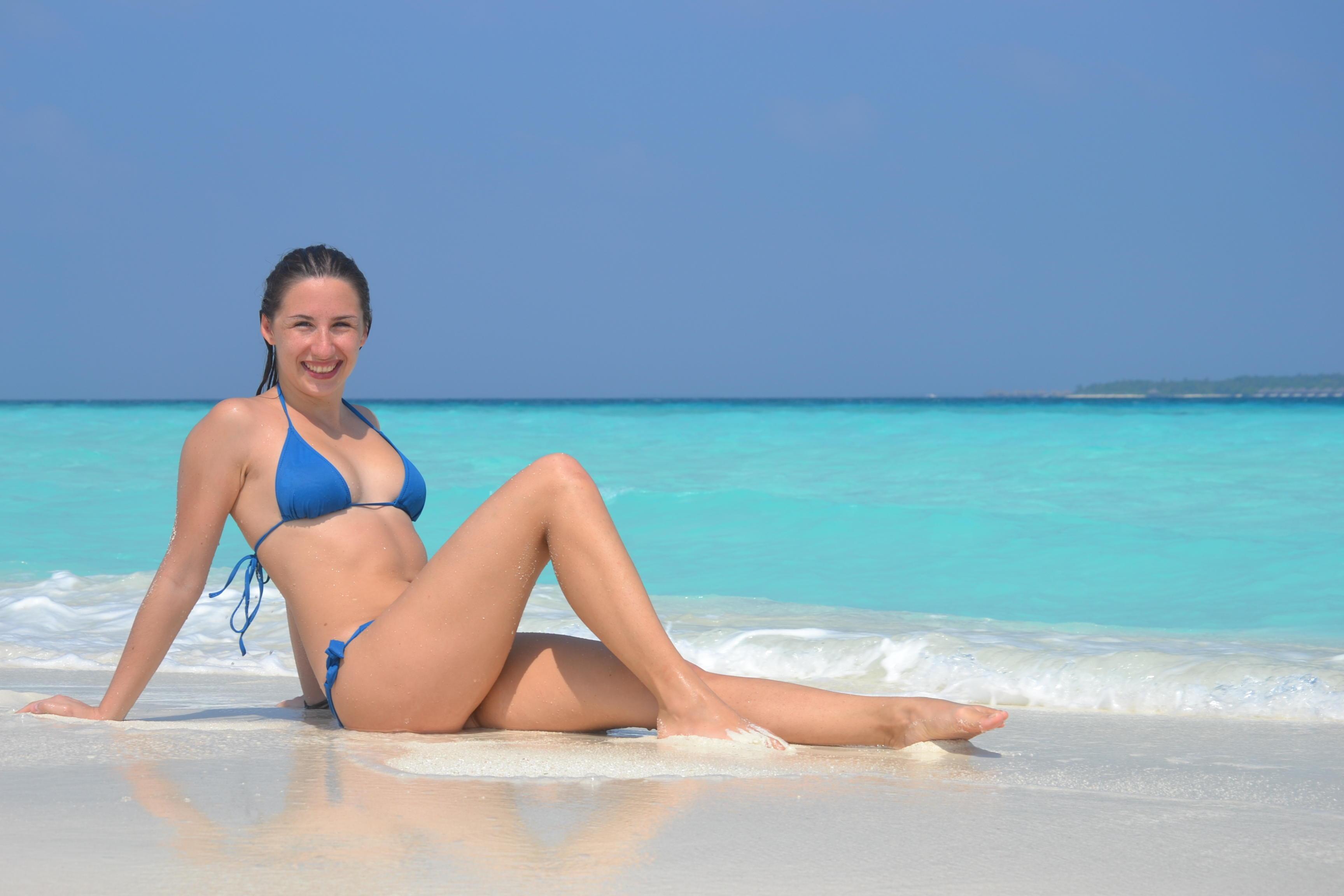 Janka na Maldivách. Dva týždne dovolenky vrátane víkendu v Mníchove ju vyšli na 910€. Tipy ako cestovať šikovne a lacno zdieľa cez svoj web www.travelhack.me a cez svoju knihu.