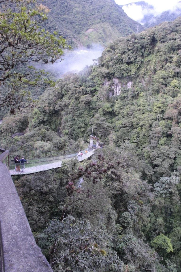 Most k vodopádom Pailon Del Diablo