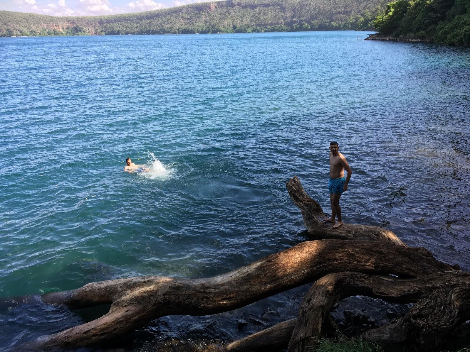 Náš strom, z ktorého sme skákali, jazero Chala