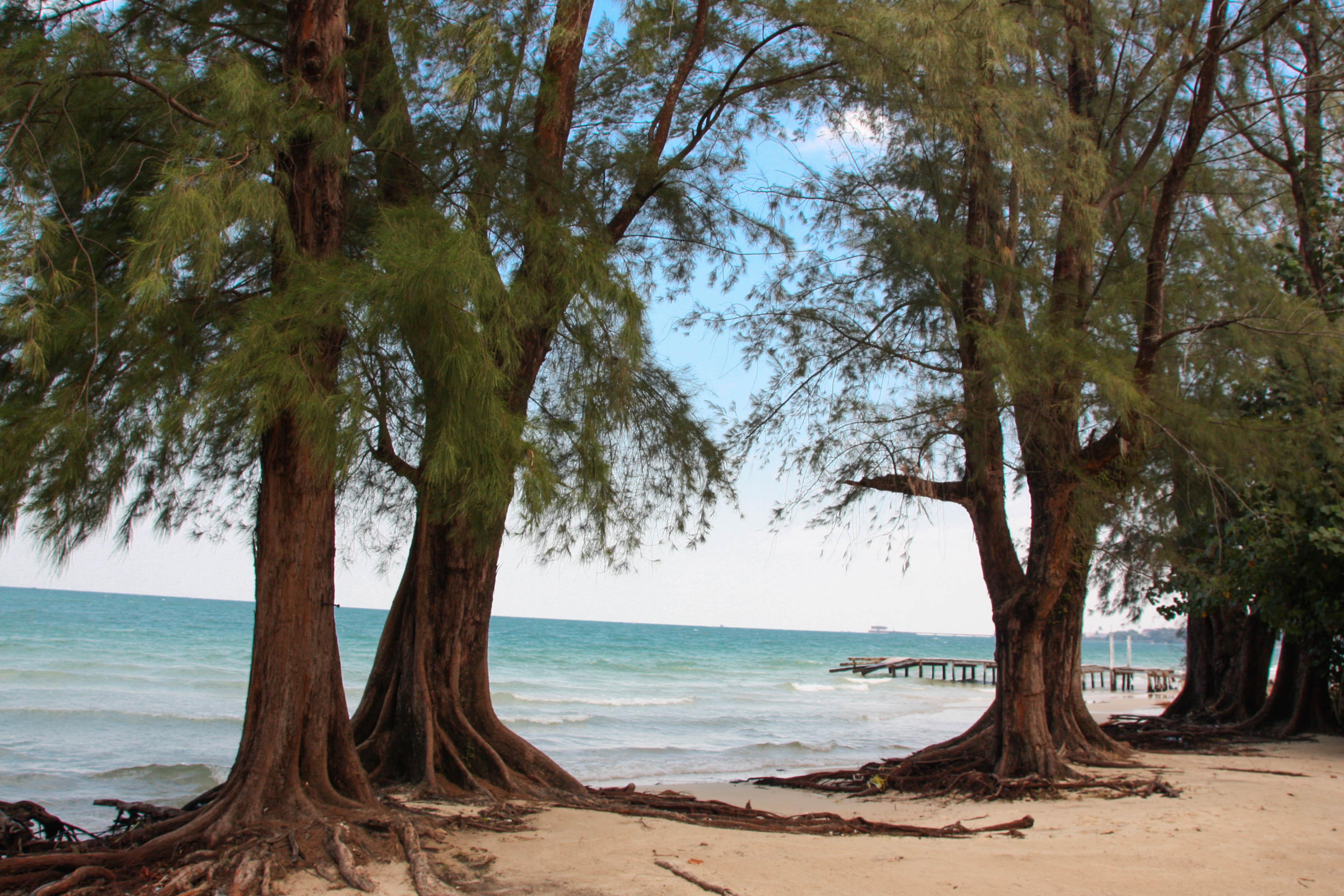 Opustená Hawaii beach v Sihanoukville.