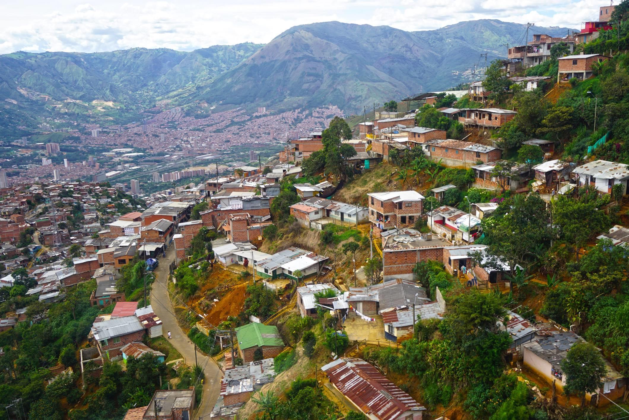 Pohľad na chudobné a nebezpečné časti Medellinu.