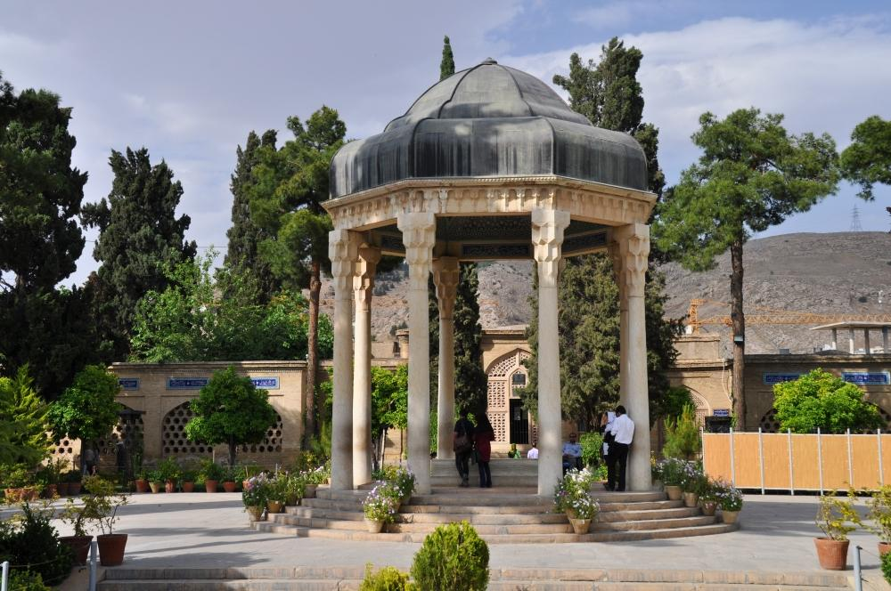 Shiraz - hrobka básnika Hafeza