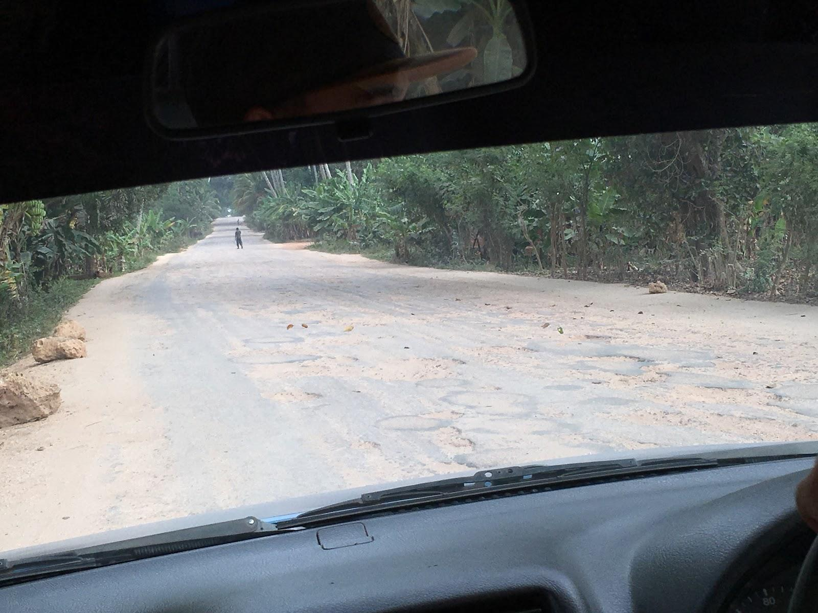 Smerom na sever ostrova bola cesta veľmi rozbitá, Zanzibar