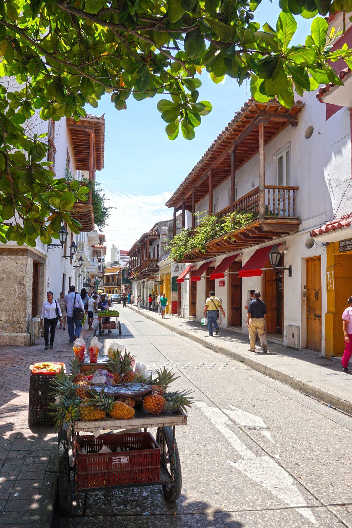 Stánky s ovocím v uliciach Cartageny