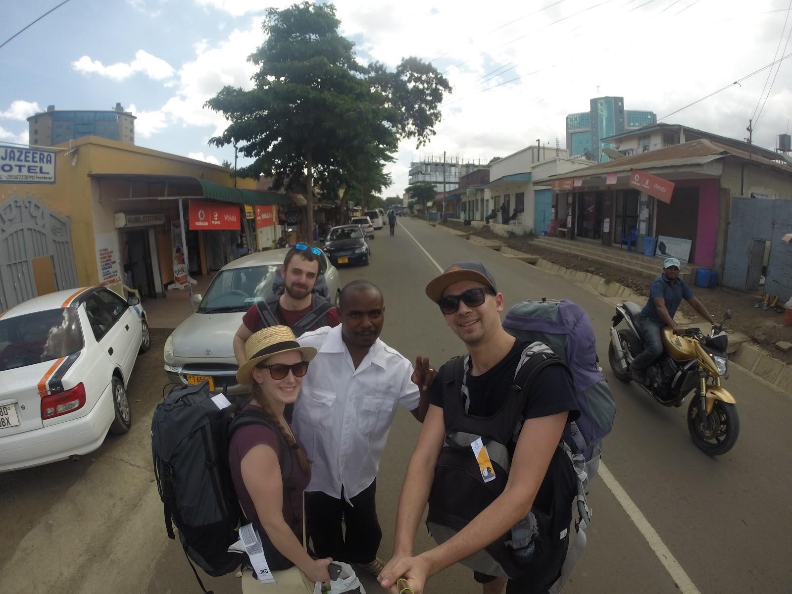 Taxikár, ktorý nás zaviezol z letiska do Arushe a pomohol nám nájsť hostel
