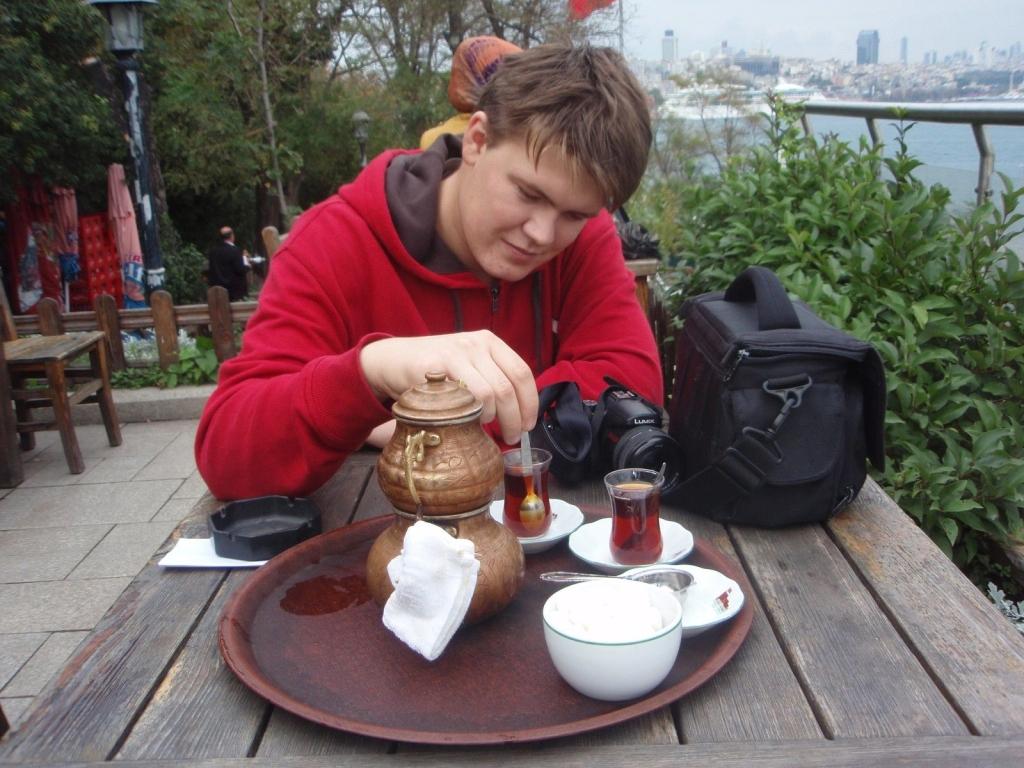 Time is now – pitie tureckého čaju Rize je rituál.