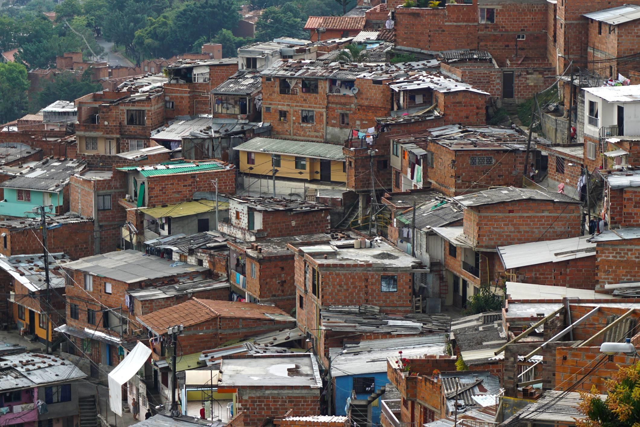 Typické obydlia v Medelline.