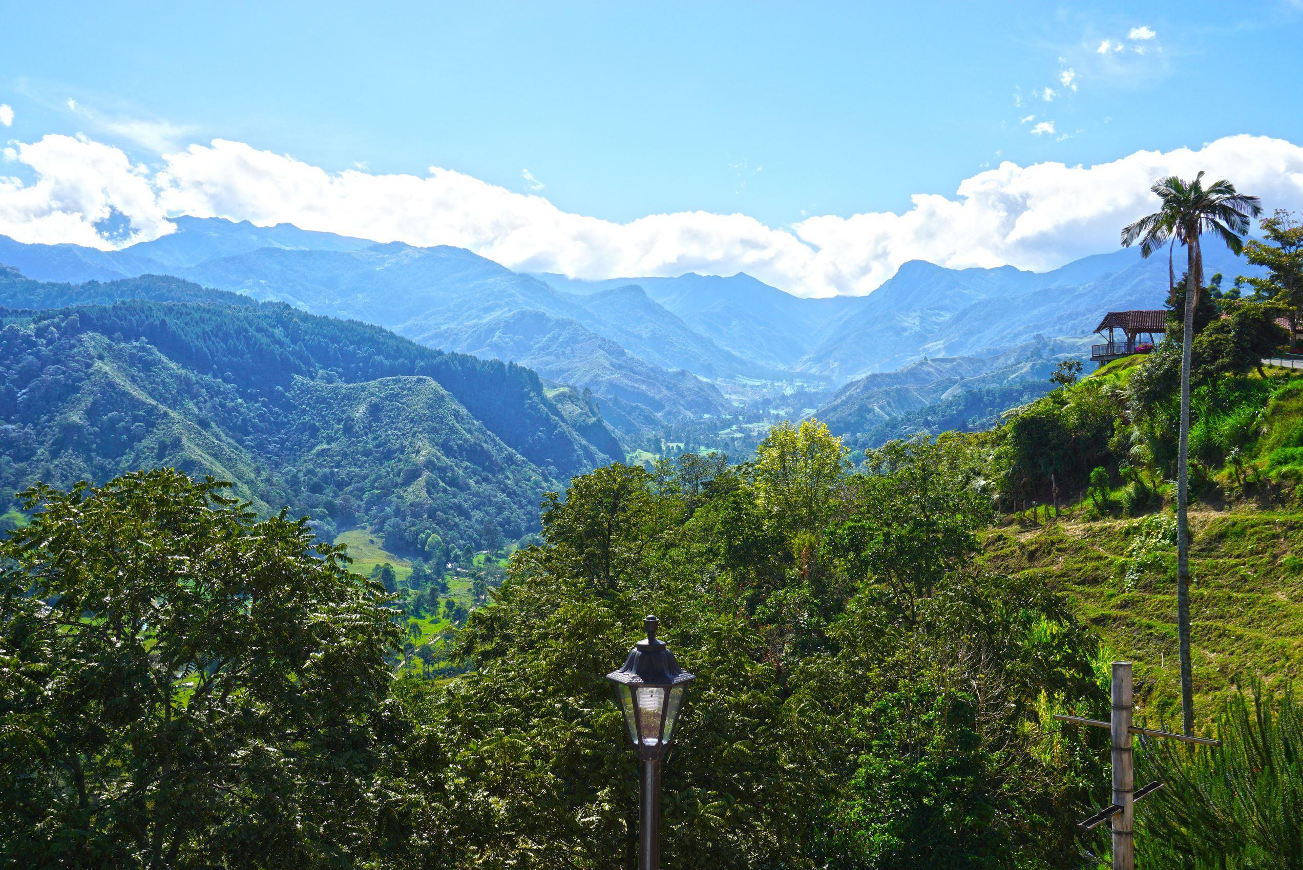 Výhľad z nášho hotela na údolie Cocora