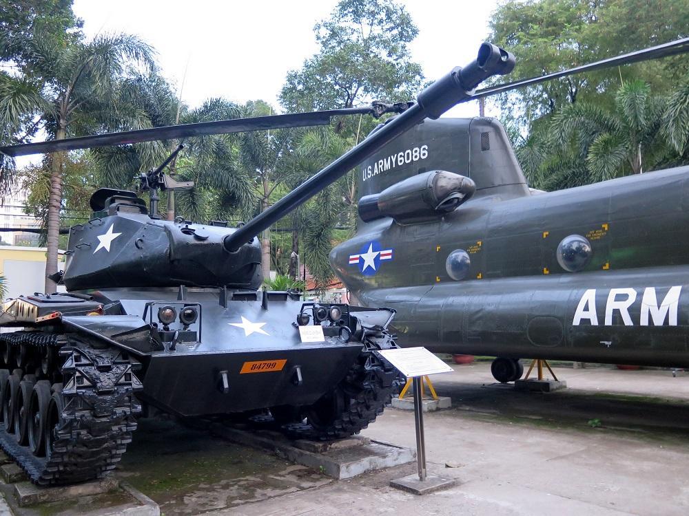 Nechýbajú mu klasiky vojnového múzea – (americké) obrnené vozidlá, letúne.