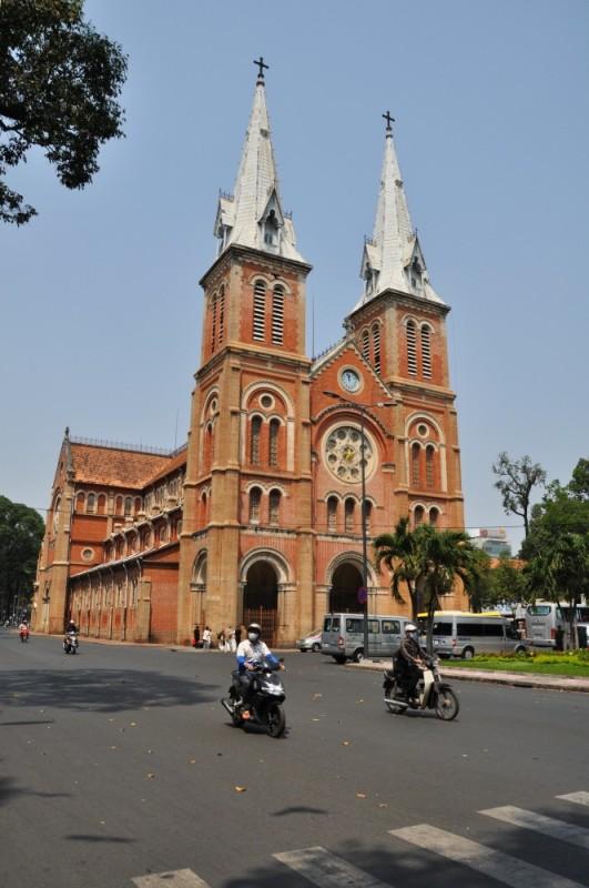 Saigon – katedrála Notre Dame.