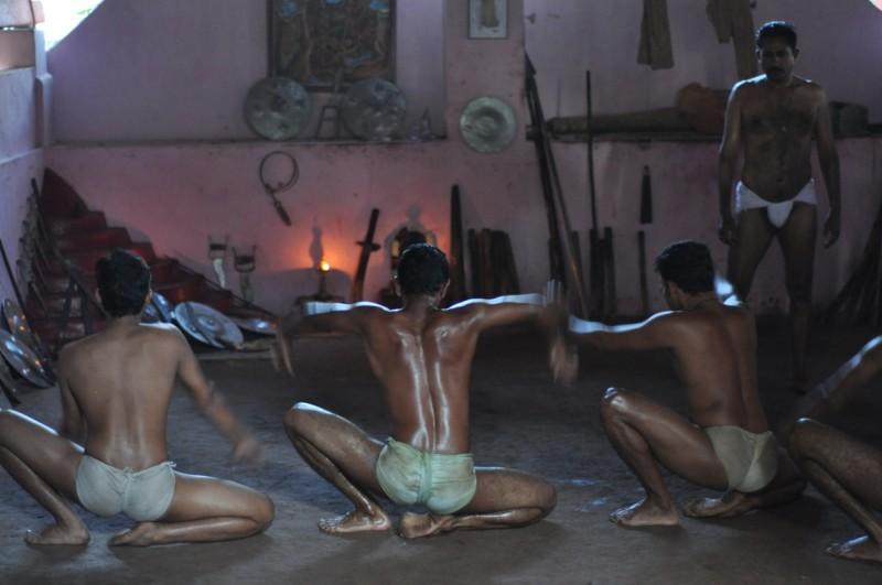 Bojové umenie Kalaripayattu z Keraly v Indii.