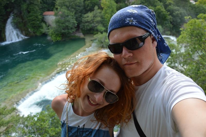 S mojím námorníkom na pevnine Národného parku Krka.
